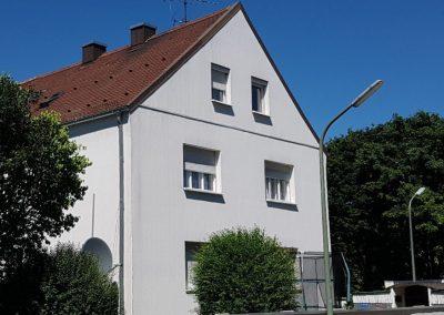 Zu verkaufen: 6 Familienhaus eingebettet in 2 Grünanlagen in München Moosach